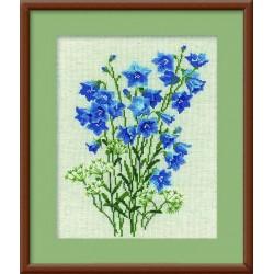 1044 Синие колокольчики на льне (Риолис)