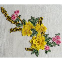 Вышивка пришивная, жёлтые розы объёмные